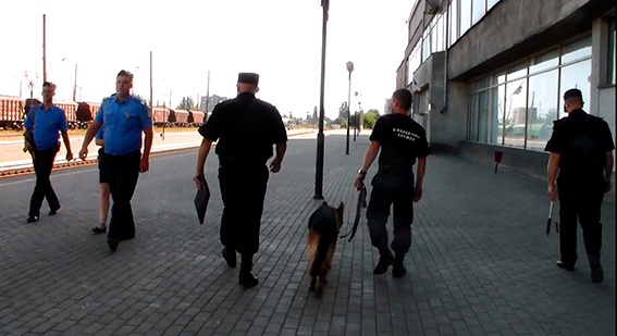 К приезду Порошенко в Николаеве «заминировали» ж/д вокзал и морпорт. Фото