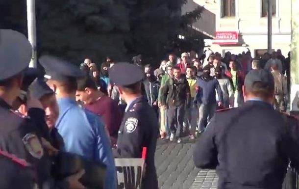 В Харькове неизвестные в масках напали на митинг коммунистов. Видео