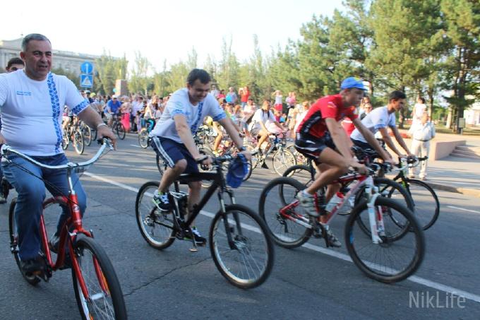 Уникальный велопробег в Николаеве: Мэр и губернатор на велосипедах. Видео