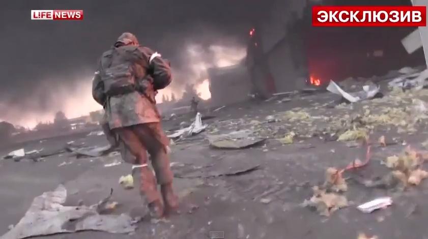 В донецком аэропорту ополченцев обстреляли из танка. Видео