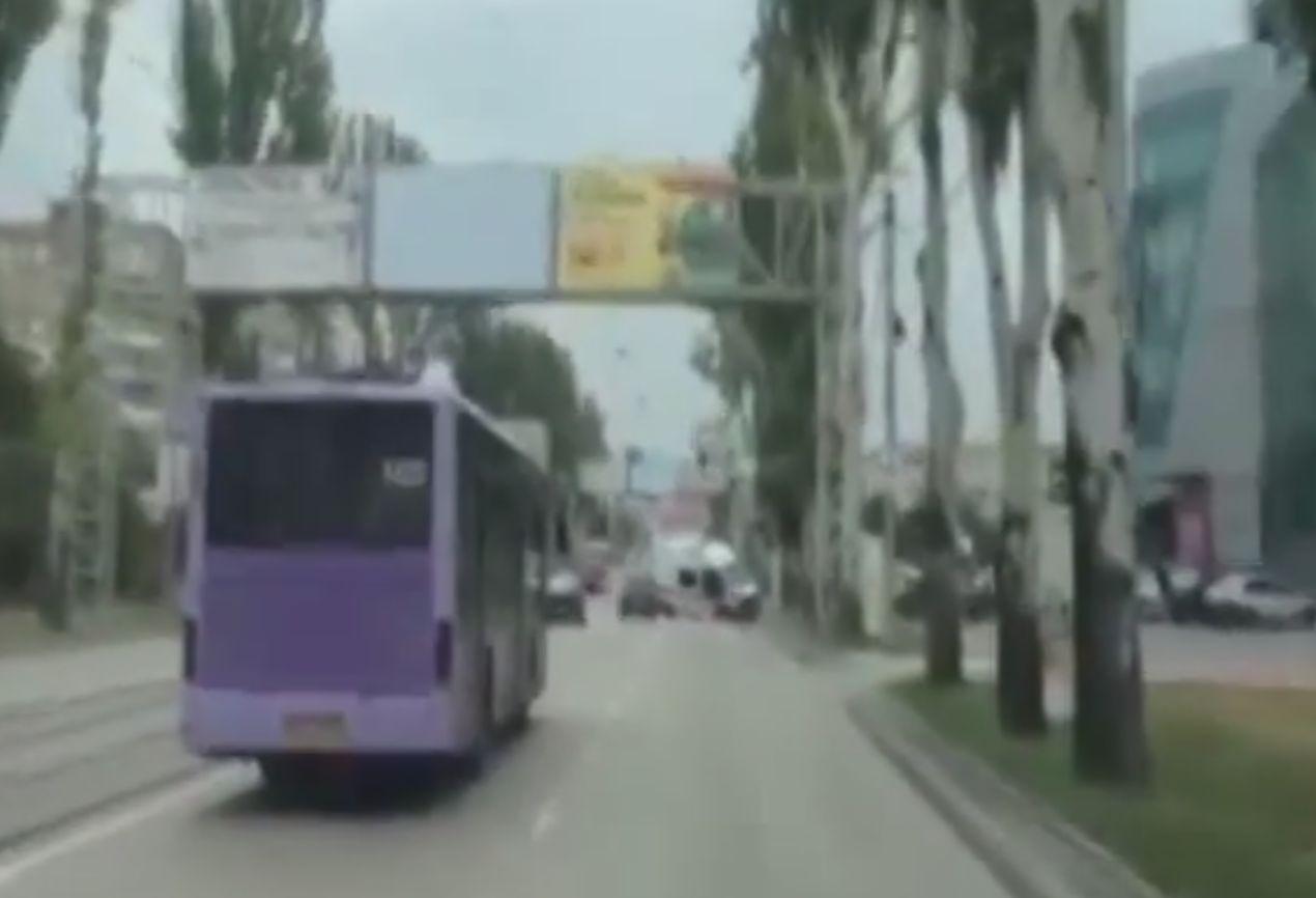«Пьяная скорая» разбилась в Донецке, вылетев на встречку. Видео