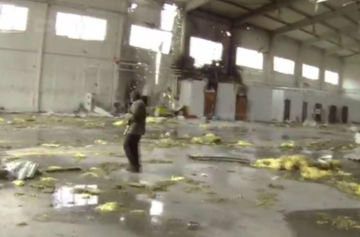 Российские боевики жалуются на огромные потери при штурме аэропорта в Донецке. Видео 18+
