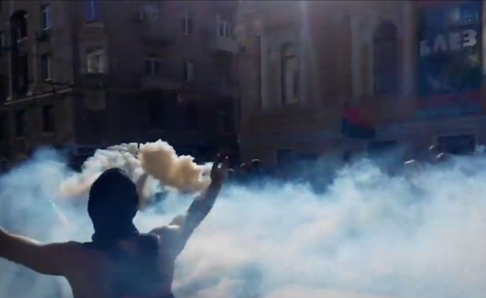 Ультрас в Харькове устроили масштабный марш за Украину и спели песню про Путина. Видео 18+