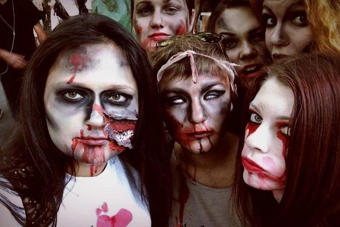 Киевские зомби вышли на прогулку. Фото