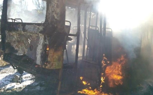 В Донецке из-за попадания снаряда в остановку погибло 8 человек. Видео 18+