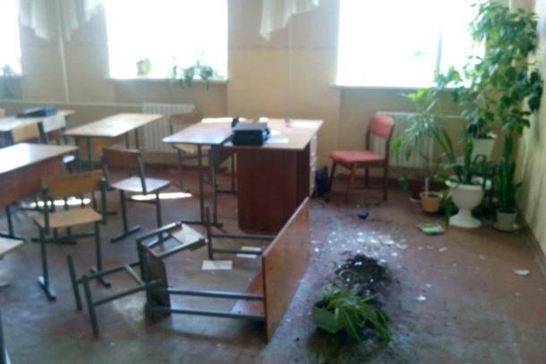 Самый страшный учебный день: В Донецке из Града обстреляли школу. Видео 18+