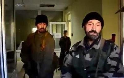 В Луганске ополченцы стреляли по своим. Видео