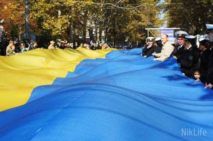 В Николаеве развернули 150-метровый флаг Украины. Фото