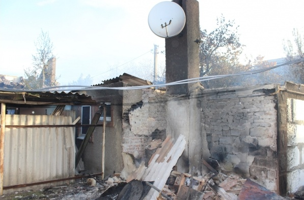 «Официально — я бомж»: Хозяйка дома возле аэропорта в Донецке. Фото