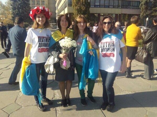 В Запорожье встречают освобожденных военных в футболках «Путин должен сдохнуть». Фото