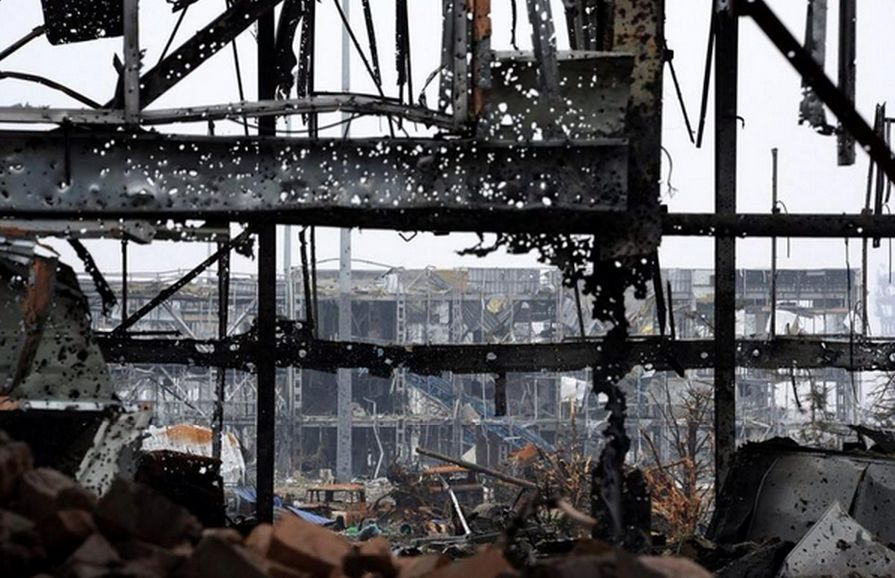 Жилые дома Донецка сегодня снова попали под обстрел артиллерии. Фото