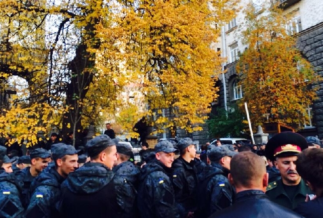 Как проходил митинг за демобилизацию под Администрацией президента. Фото