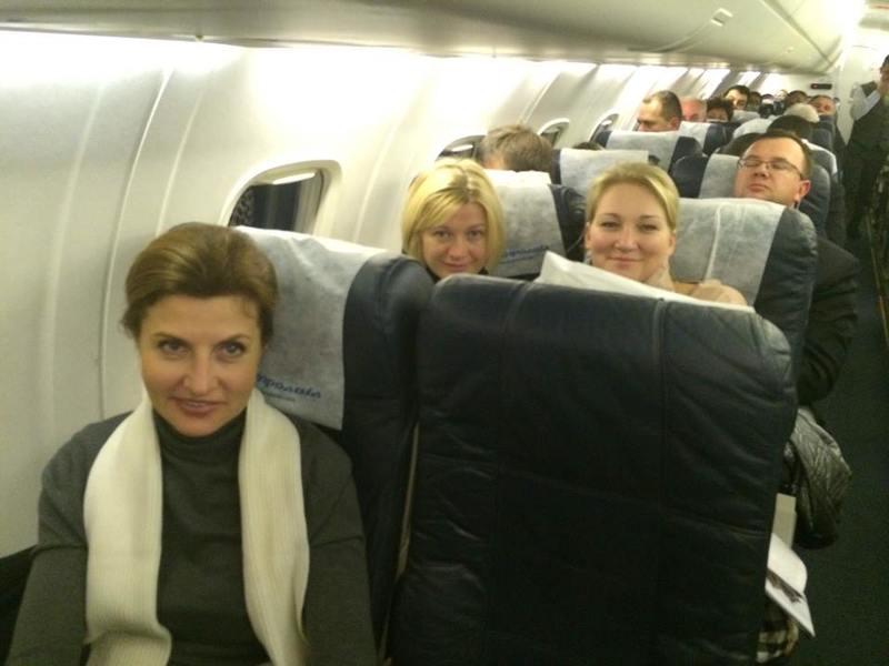 Жена Порошенко летела эконом-классом в Запорожье. Фото