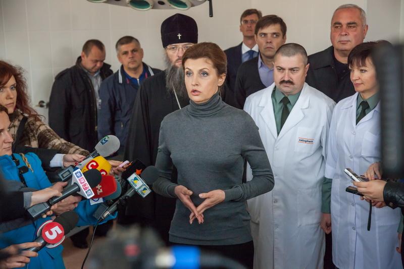 Жена Порошенко подарила военному госпиталю операционный стол стоимостью 200 тыс. грн. Фото