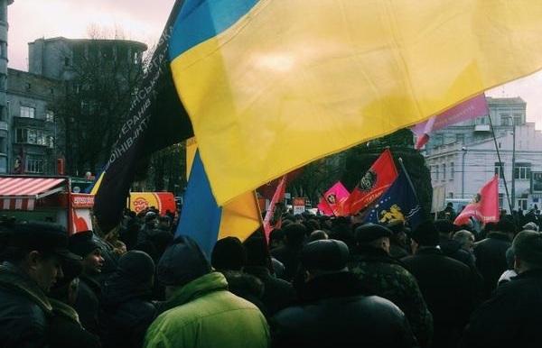 Около тысячи митингующих собрались под зданием ВР. Видео
