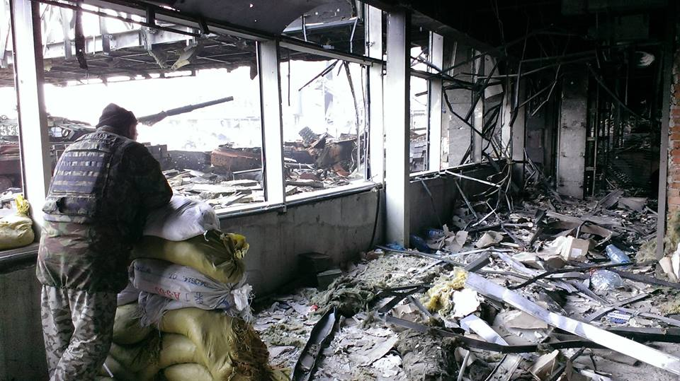 Российская журналистка вместе с «киборгами» попала под обстрел в донецком аэропорту. Видео 18+